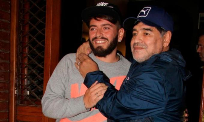 Diego Jr. và cha trong một lần hạnh ngộ. Ảnh: Marca