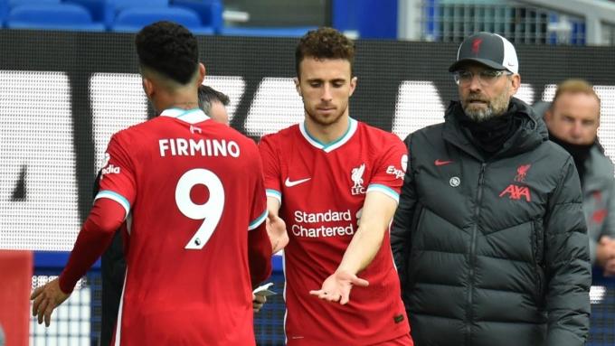 Jota hoà nhập nhanh chóng, thậm chí lấy suất trung phong của tiền đạo trụ cột Firmino trên hàng công Liverpool. Ảnh: AP