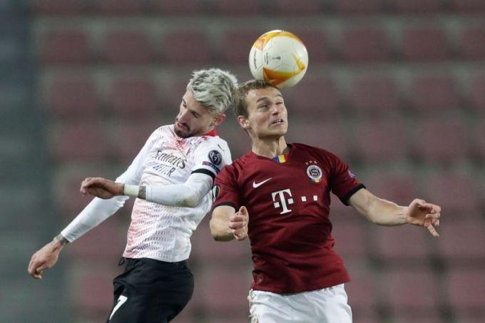 Castillejo (trái) đá chính cả sáu trận Europa League, ghi hai bàn. Ảnh: Reuters