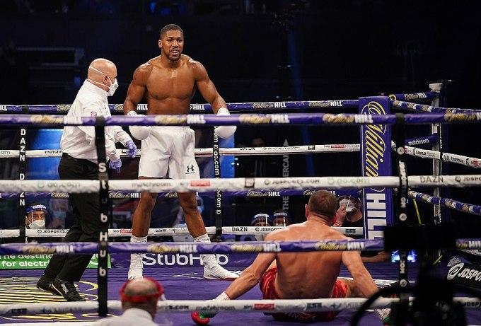 Sau lần thứ ba khiến Pulev nằm sàn, Joshua được xử thắng knock-out. Ảnh: Matchroom Boxing.