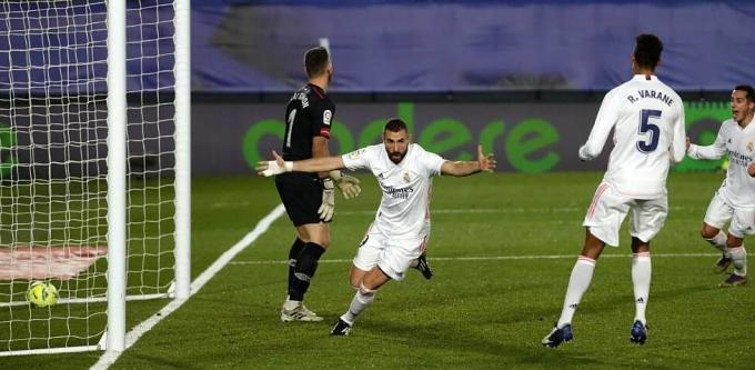 Benzema một lần nữa giải cứu Real. Ảnh: Marca.
