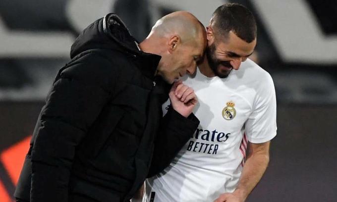 Zidane bỏ qua đồng đội cũ Thierry Henry, khi cho rằng Benzema là tiền đạo giỏi nhất lịch sử bóng đá Pháp. Ảnh: AFP