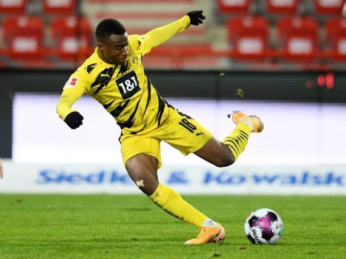 Moukoko dứt điểm tốt bằng cả hai chân, và nổi bật ở khả năng chạy chỗ ghi bàn. Ảnh: Reuters