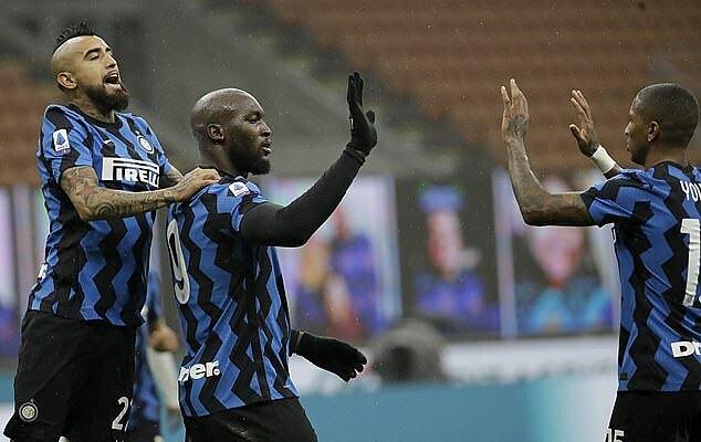 Lukaku có 11 bàn tại Serie A, và chỉ còn kém Ronaldo một bàn. Ảnh: AP.