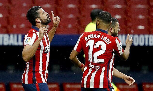 Costa (trái) chơi sáu trận mùa này, chỉ hai trận đá chính, ghi hai bàn. Ảnh: EPA