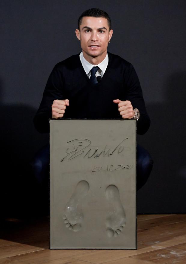 Dấu chân của Ronaldo. Ảnh: AFP.
