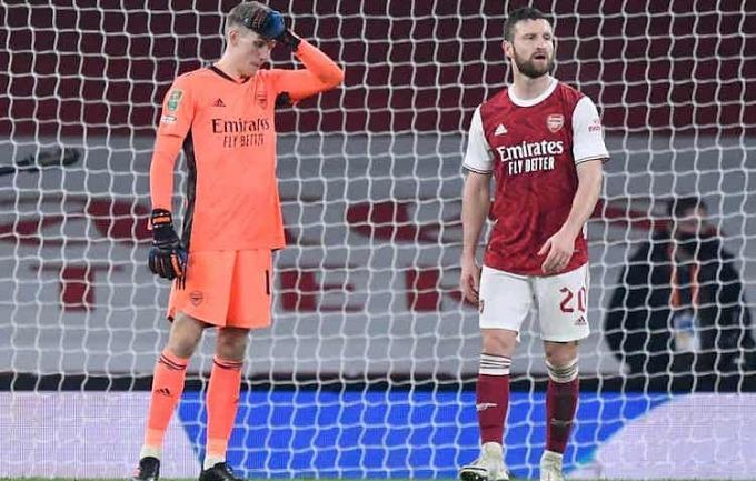 Hàng thủ Arsenal liên tiếp mắc sai lầm và thủng lưới ba bàn ở hiệp hai. Ảnh: Reuters.