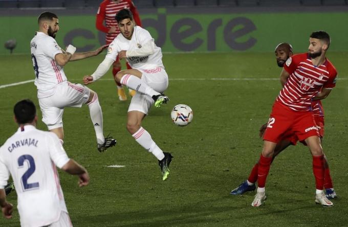 Asensio (giữa) vào sân và giúp Real chơi khởi sắc. Ảnh: AS.