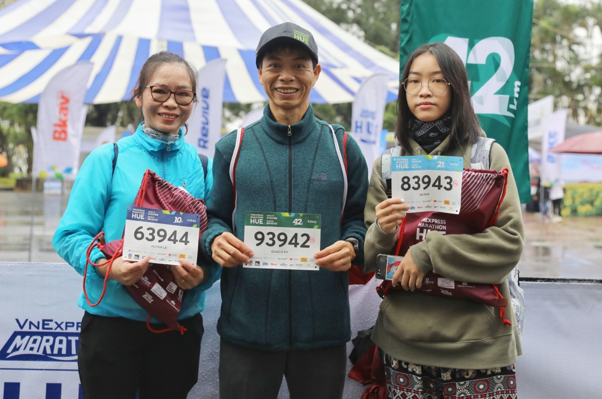 Không khí ngày đầu phát Bib VnExpress Marathon Huế