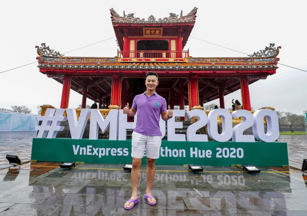 Những runner đặc biệt đến nhận Bib VnExpress Marathon Huế