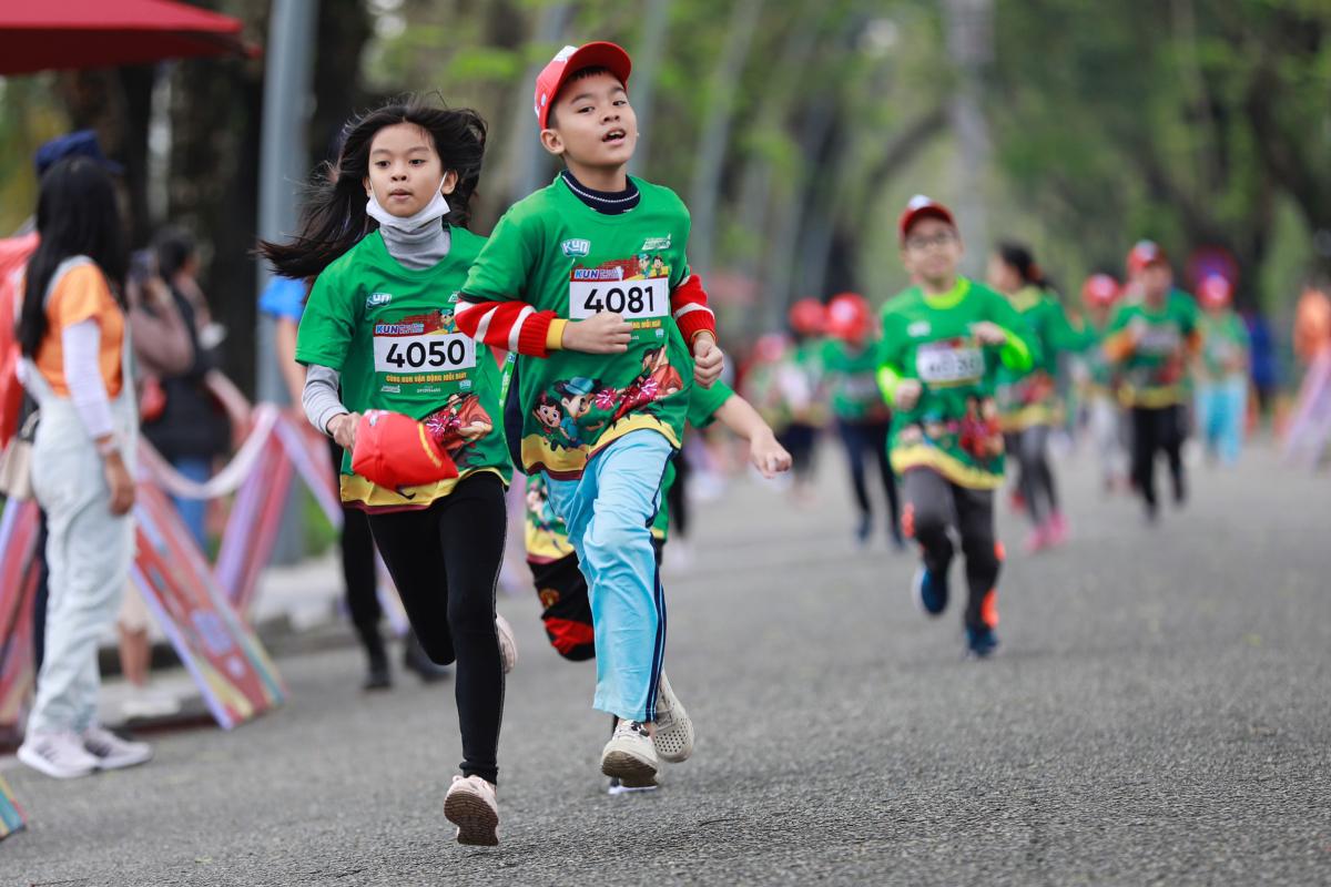 Những khoảnh khắc ấn tượng trên đường chạy của bé