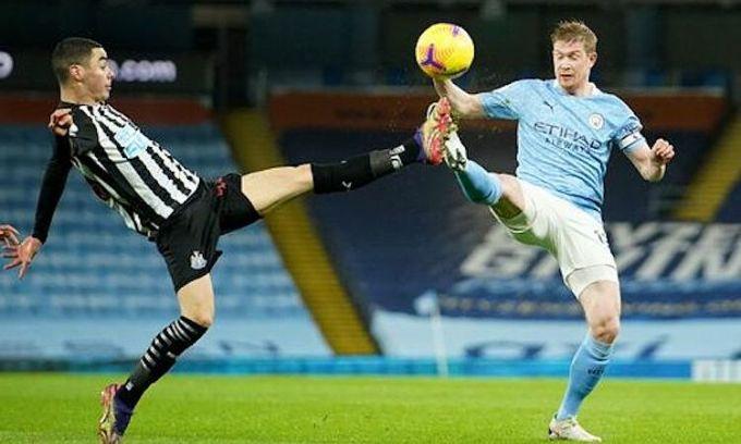 Man City lần đầu nhích lên vị trí thứ năm trên bảng điểm ở mùa này. Ảnh: PA.