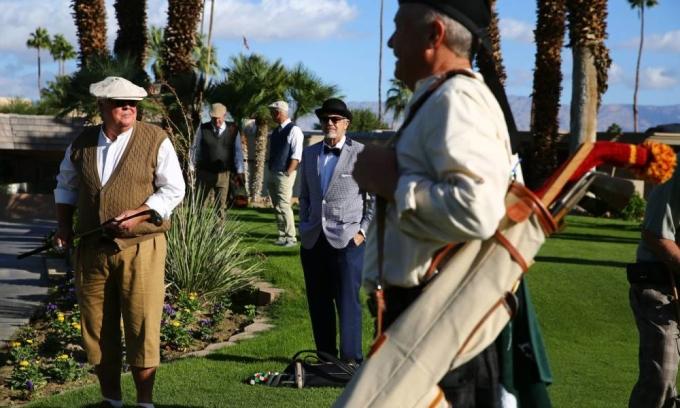 Các golfer tham dự giải Annual Gutty Golf Spectacular ở Shadow Mountain Golf Club tại Palm Desert, California (Mỹ) hồi tháng 11/2020. Ảnh: DS.