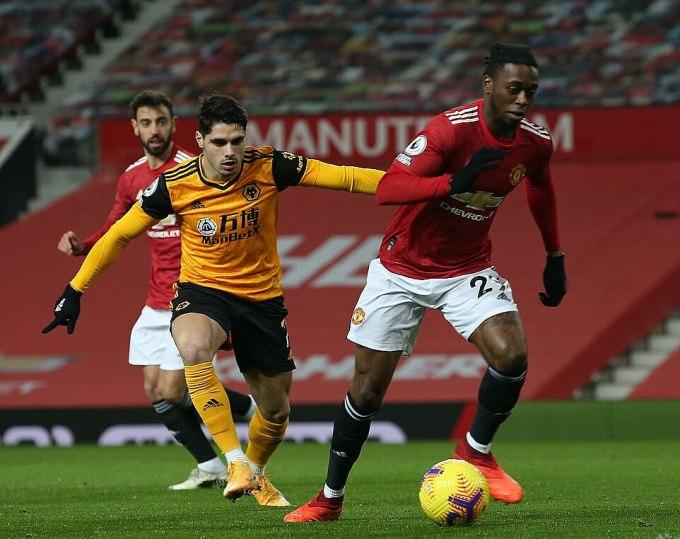 Wan-Bissaka (phải) trở lại thi đấu nhưng không giúp ích nhiều cho mặt trận tấn công của Man Utd. Ảnh: MUFC.