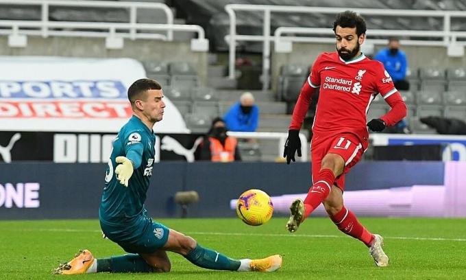 Salah bỏ lỡ cơ hội đối mặt. Ảnh: Reuters