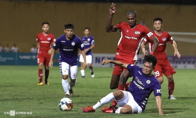 Bruno cùng Viettel đối đầu Hà Nội trong trận lượt đi V-League 2020.