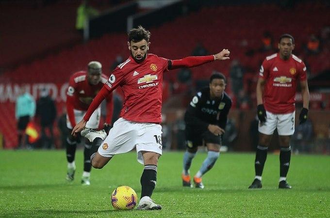 Fernandes không nhảy chân sáo khi sút phạt đền nâng tỷ số lên 2-1. Với 11 bàn ở Ngoại hạng Anh, tiền vệ Man Utd đứng thứ nhì trong danh sách ghi bàn. Ảnh: PA.