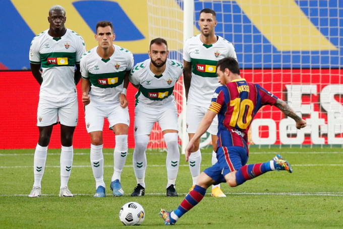 Một cầu thủ như Messi luôn cần một đội bóng xứng tầm về tài chính và sức mạnh chiều sâu để tỏa sáng, điều mà Barca với vị trí thứ sáu La Liga hiện nay không thể đáp ứng. Ảnh: Reuters.