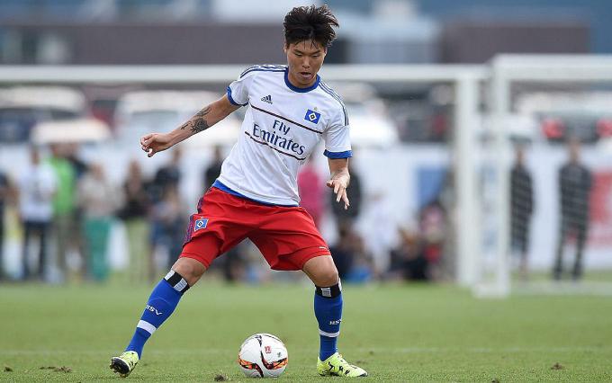 Kim Dong-su trong màu áo đội trẻ Hamburger SV.
