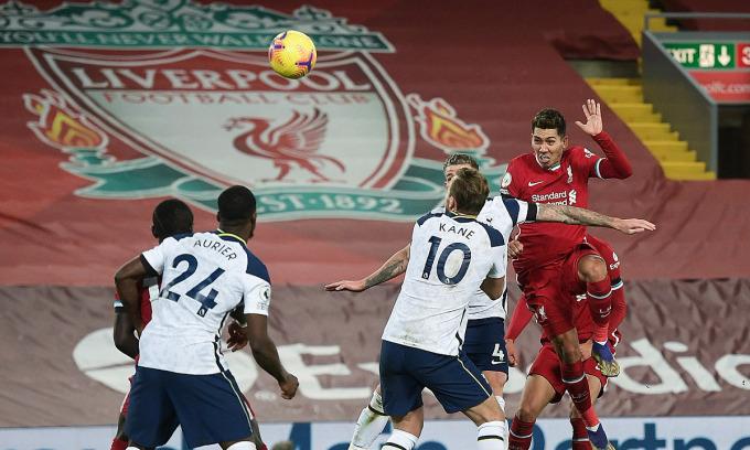Những đối thủ như Liverpool, Tottenham đều đánh mất điểm trong giai đoạn khắc nghiệt nhất mùa giải, nhưng Man Utd thì không. Ảnh: Sports Mail