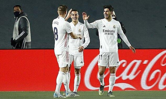 Asensio (phải) mừng bàn thắng với Vazquez (giữa) và Kroos. Ảnh: Reuters
