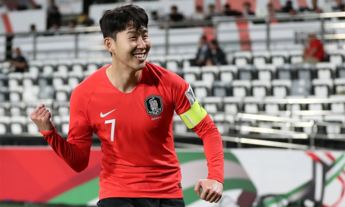 Son giành giải Cầu thủ hay nhất châu Á năm thứ tư liên tiếp với số phiếu vượt trội. Ảnh: Xinhua.