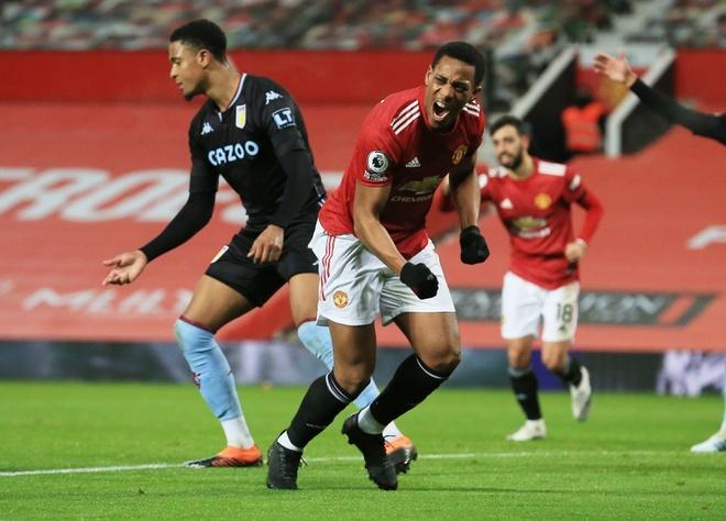 Martial chia vui sau bàn mở tỷ số trong trận thắng Aston Villa 2-1. Ảnh: Reuters.