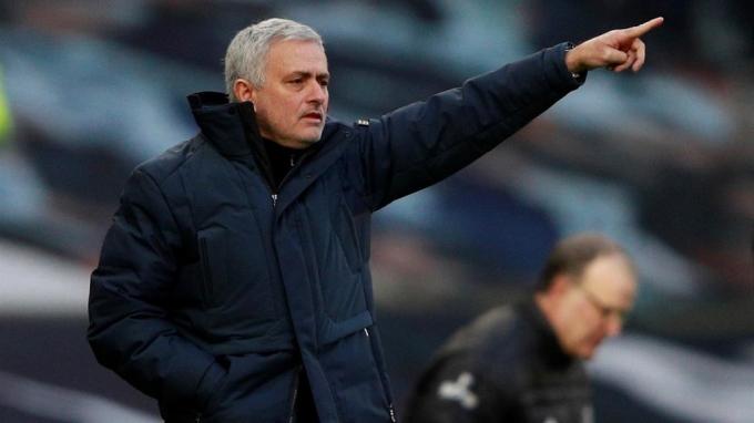 Trong 10 danh hiệu của Mourinho ở Anh thì có bốn chức vô địch League Cup. Ảnh: Sky.