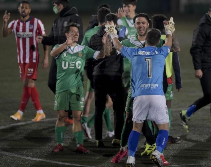 Cầu thủ Cornella phấn khích với chiến thắng trước đội đầu bảng La Liga. Ảnh: Mundo Deportivo