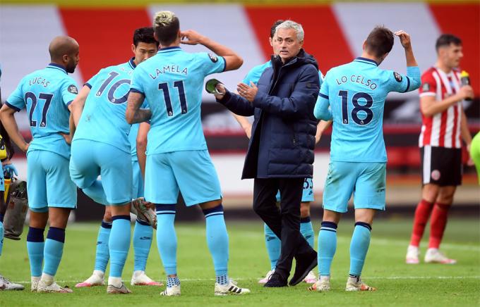 Mourinho sẽ phải tìm thêm phương án ghi bàn từ các tiền vệ như Lo Celso, Lamela, hoặc Lucas để phòng khả năng Son - Kane gặp trụ trặc. Ảnh: PA