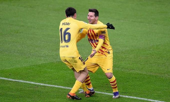 Messi (phải) hết hợp đồng với Barca vào ngày 1/7/2021, và anh chưa quyết định tương lai. Ảnh: Reuters