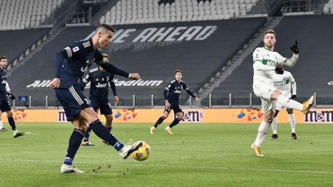 Ghi bàn trước Sassuolo, Ronaldo nới rộng siêu kỷ lục trong 15 mùa giải