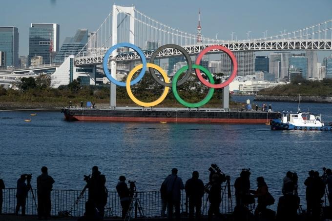 Ban tổ chức Olympic Tokyo không muốn trì hoãn thêm sự kiện được ấn định trong hè này, bất chấp diễn biến phức tạp của Covid-19 trên toàn cầu. Ảnh: AP