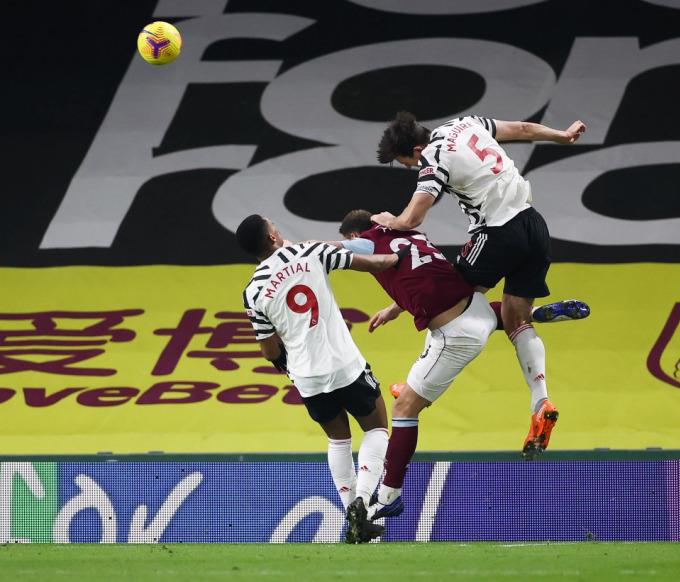 Man Utd lên đầu bảng Ngoại hạng Anh - 2