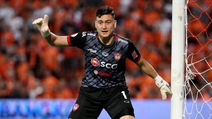 Muangthong United doạ kiện lên FIFA, khiến Văn Lâm bị treo giò dài hạn.