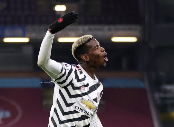 Pogba tỏa sáng đúng lúc đưa Man Utd lên dẫn đầu. Ảnh: Reuters.