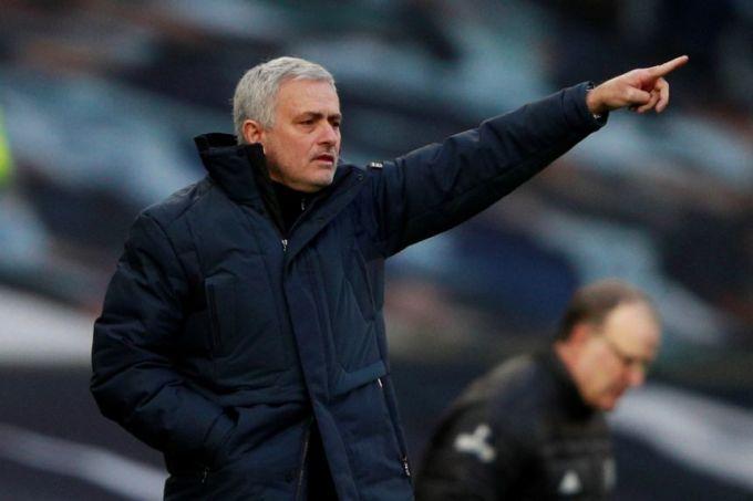 Nếu thắng Fulham, Tottenham của Mourinho sẽ có cùng 32 điểm như đội xếp thứ ba Leicester. Ảnh: Reuters.