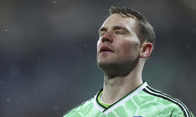 Thủ môn Manuel Neuer bất lực trước thất bại ở loạt đá luân lưu. Ảnh: dpa