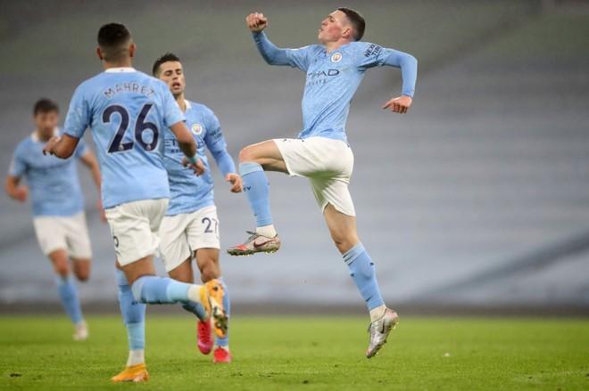 Foden phấn khích sau bàn thắng quyết định cho Man City. Ảnh: Reuters.