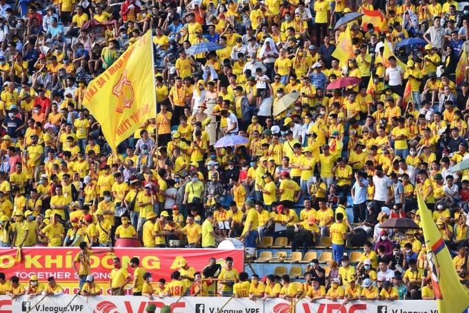 Sân Thiên Trường luôn kín khán giả kể từ khi Nam Định trở lại V-League năm 2018. Ảnh: Đức Đồng