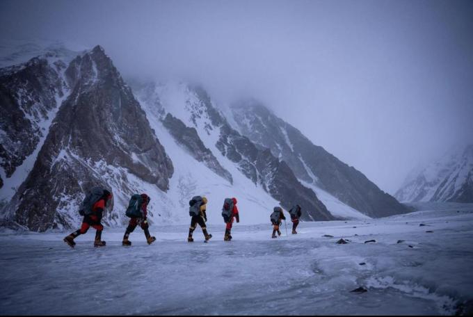 Nhiều người đã bỏ mạng khi chinh phục K2 cả trong mùa đông lẫn mùa hè. Ảnh: NatGeo