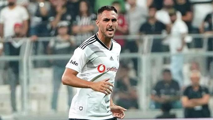 Ruiz khi còn thi đấu cho Besiktas. Ảnh: NewsBeezer.