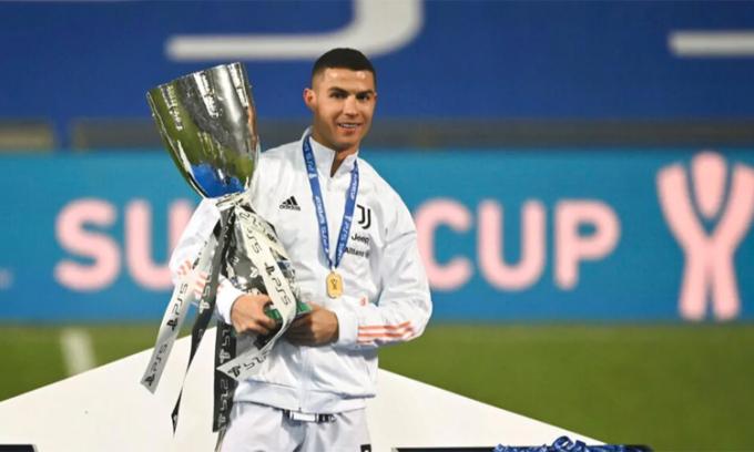 Siêu Cup Italy 2021 là danh hiệu thứ tư Ronaldo giành được cùng Juventus. Ảnh: Reuters.