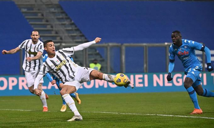 Pha mở tỷ số là bàn thứ 760 của Ronaldo trong sự nghiệp cầu thủ. Ảnh: Lapresse