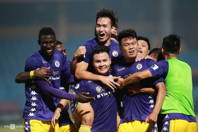 Hà Nội ăn mừng khi ngược dòng hạ Bình Dương trong trận đấu trên sân Hàng Đẫy mùa giải 2020.