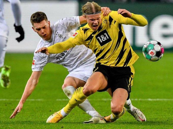 Haaland (phải) ghi 14 bàn qua 13 trận ở Bundesliga mùa này. Ảnh: dpa