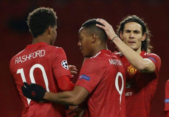 Cavani (phải) đang đóng góp tích cực vào thành công của Man Utd. Ảnh: Reuters.