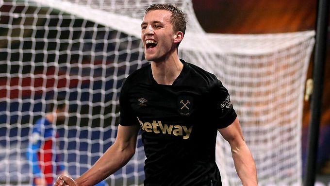 Cú đúp của Soucek giúp West Ham thắng trận thứ sáu liên tiếp trong năm 2021. Ảnh: Sky.