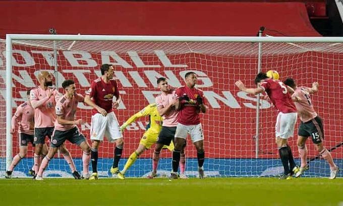 Bàn thắng của Maguire không thể cứu vãn một ngày thảm hoạ của hàng thủ Man Utd. Ảnh: Reuters.