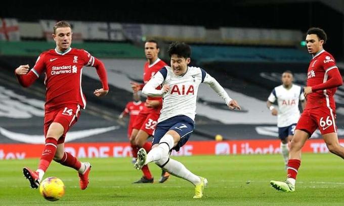 Son Heung-min và hàng công Tottenham không thể khai thác những lỗ hổng ở hàng thủ Liverpool. Ảnh: Reuters.